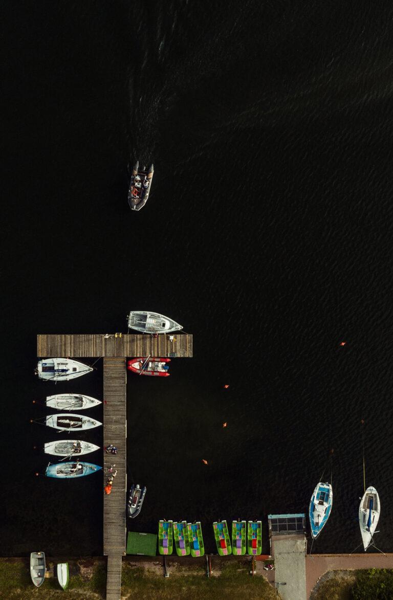 Motorówki i łódki na Bagrach Horn