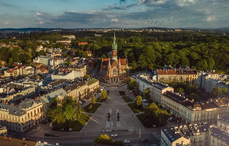 Rynek podgórski i Kościół św. Józefa z drona