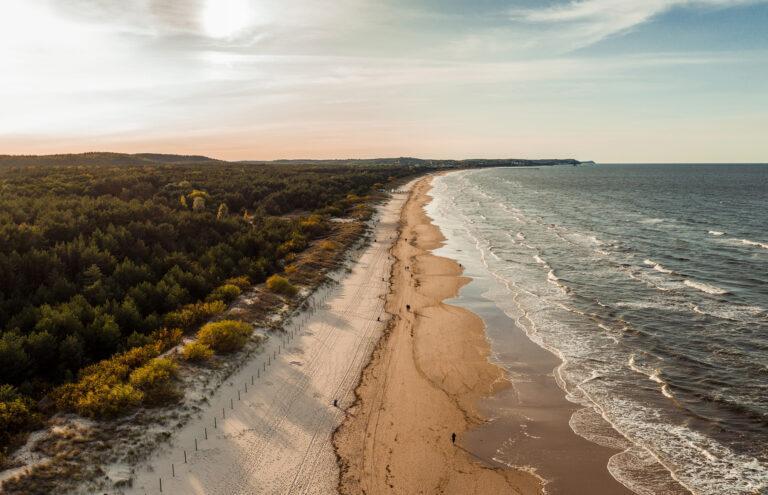 Bałtyk z drona polskie morze świnoujście