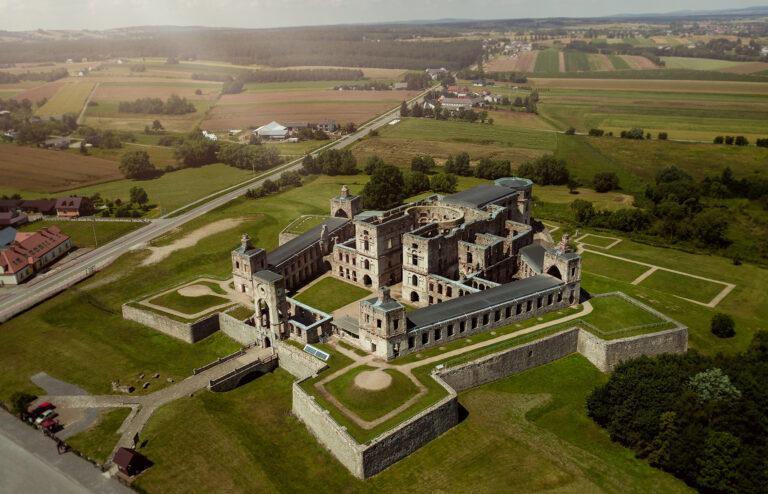 Zamek Krzyżtopór Ujazd ruiny z drona